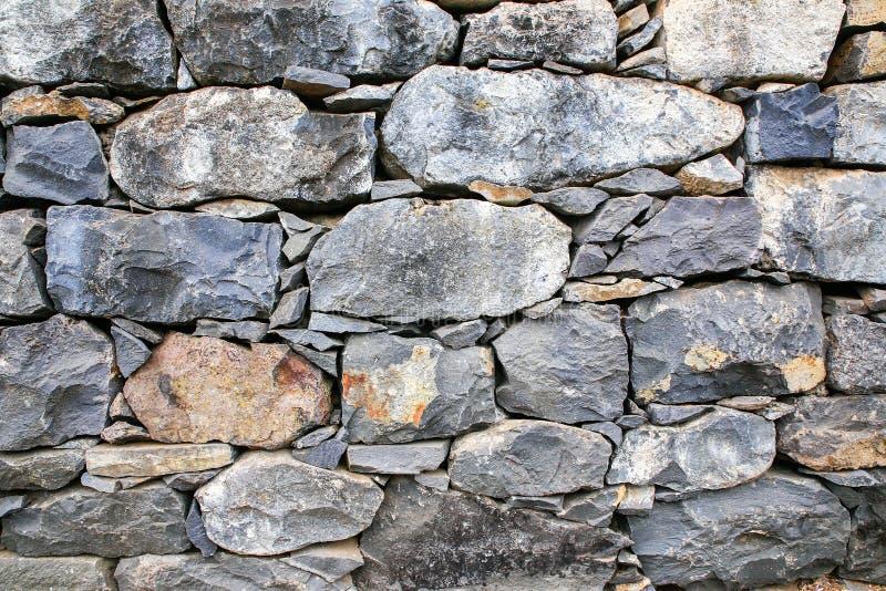 Backgound von Natursteinen als Wand lizenzfreie stockbilder