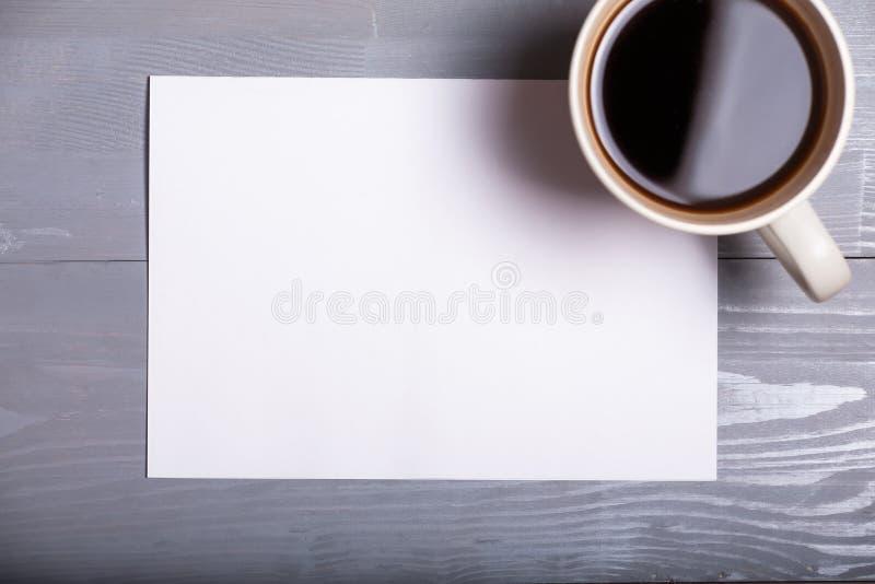 Backgr en bois de vieilles de vintage de café de stylo de feuille de papier affaires de lettre photos libres de droits