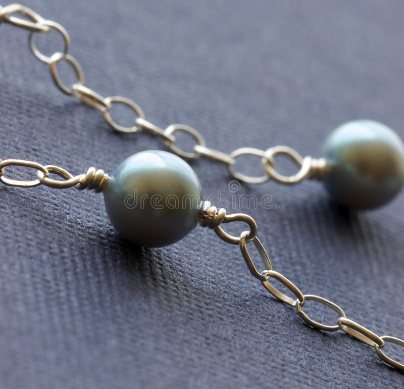 backgro五颜六色的女性珠宝项链珍珠 库存照片