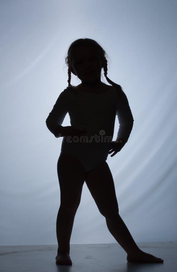 backgroun蓝色逗人喜爱的女孩少许剪影 免版税图库摄影
