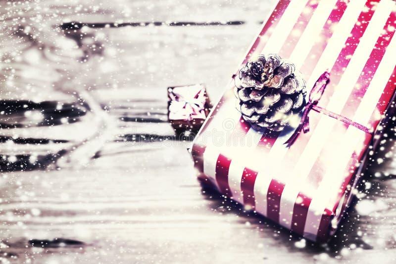 Download Background Bulbs Christmas Defocused Image Lights Χρυσές διακοπές αφηρημένο Defocused Β Στοκ Εικόνα - εικόνα από φωτεινότητα, χρώμα: 62701559
