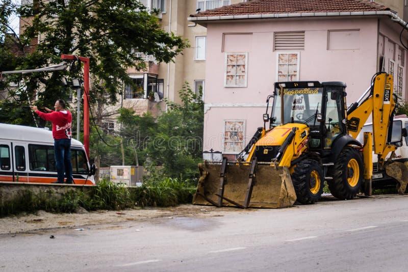 Backhoe Lader in Zijstraat - Turkije royalty-vrije stock foto's