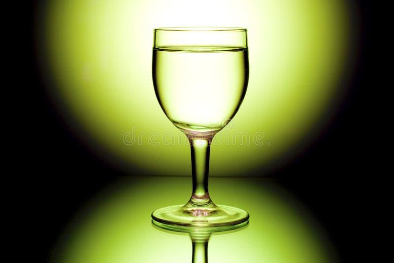 backlight czarny szkieł wina kolor żółty zdjęcia stock