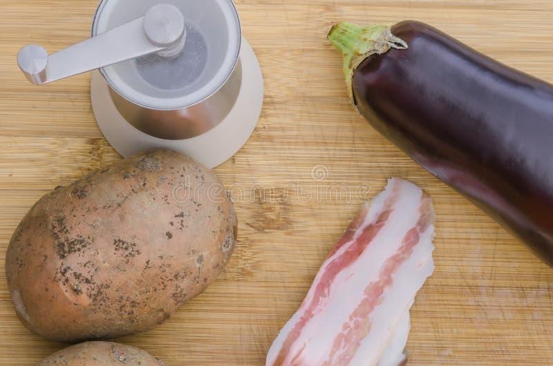 Backon com vegetais e sal fotografia de stock royalty free
