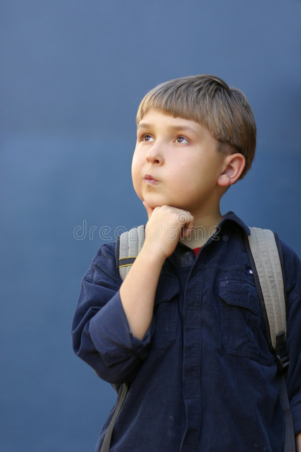 backpack boywith σχολείο στοκ φωτογραφία με δικαίωμα ελεύθερης χρήσης