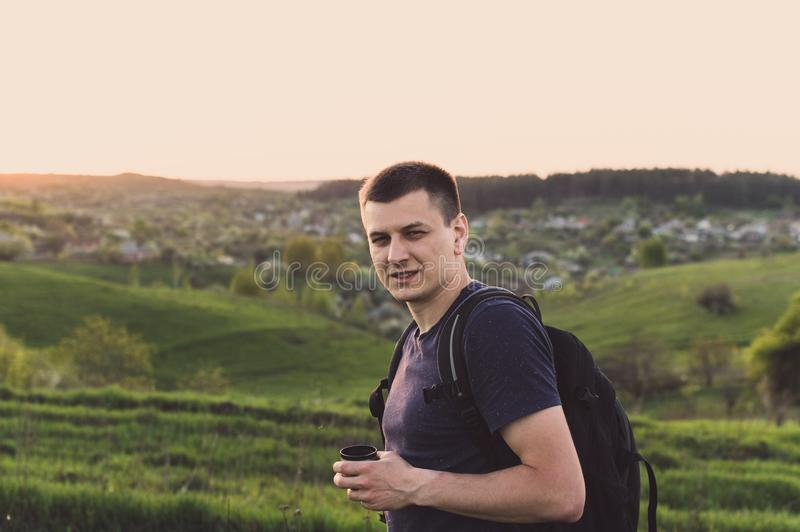 Backpacker туриста кофе чая обеда перемещения стоковые изображения