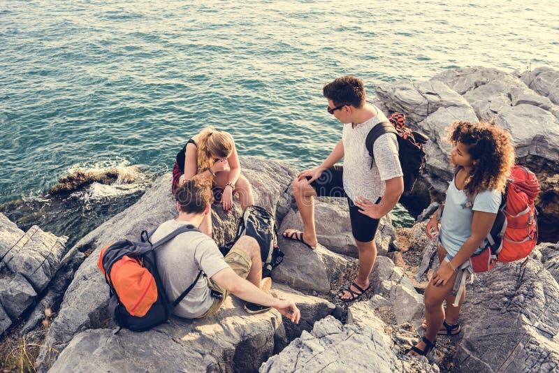 Backpackers на приключении совместно стоковые изображения