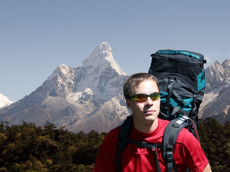 Backpacking in het Himalayagebergte stock fotografie
