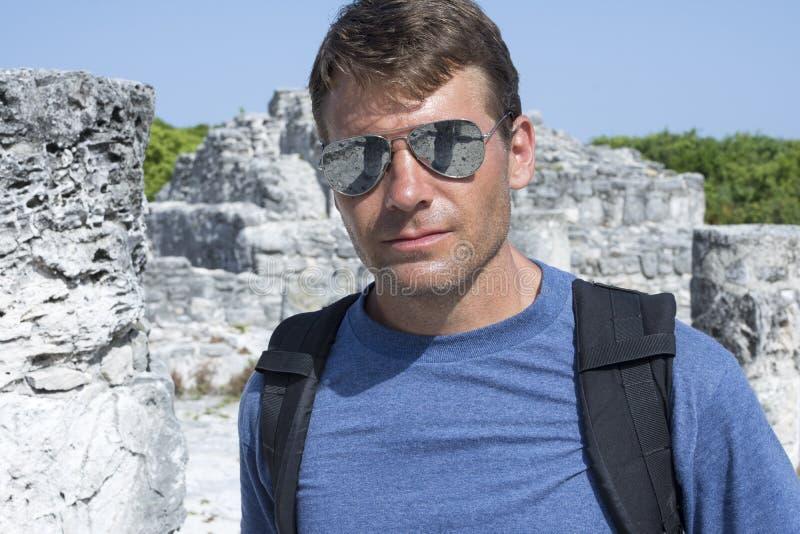 Backpackingsmaya ruïnes royalty-vrije stock afbeelding