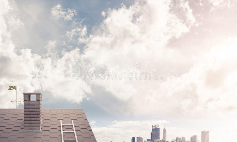 Backsteinhausdach und modernes Stadtbild am Hintergrund stockbild