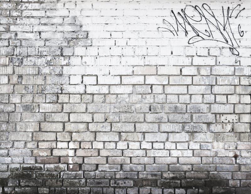 Backsteinmauer in Schwarzweiss stockbild