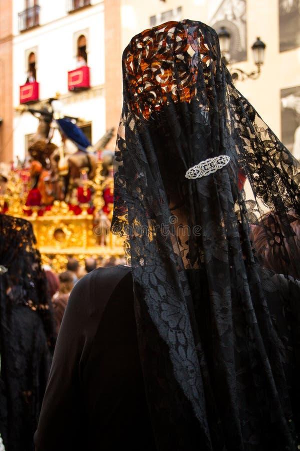 Backview женщины в неделе Севильи святой стоковые изображения rf