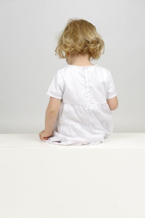 Backview маленькой девочки стоковые изображения