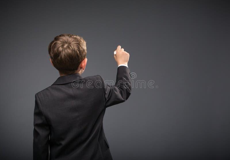 Backview сочинительства мальчика стоковое изображение