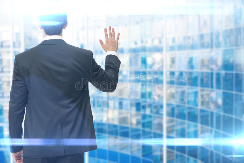 Backview der wellenartig bewegenden Hand des Geschäftsmannes lizenzfreie stockbilder