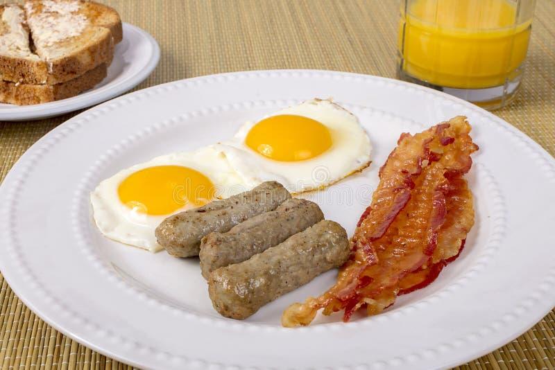 Bacon, ägg och korv arkivbilder