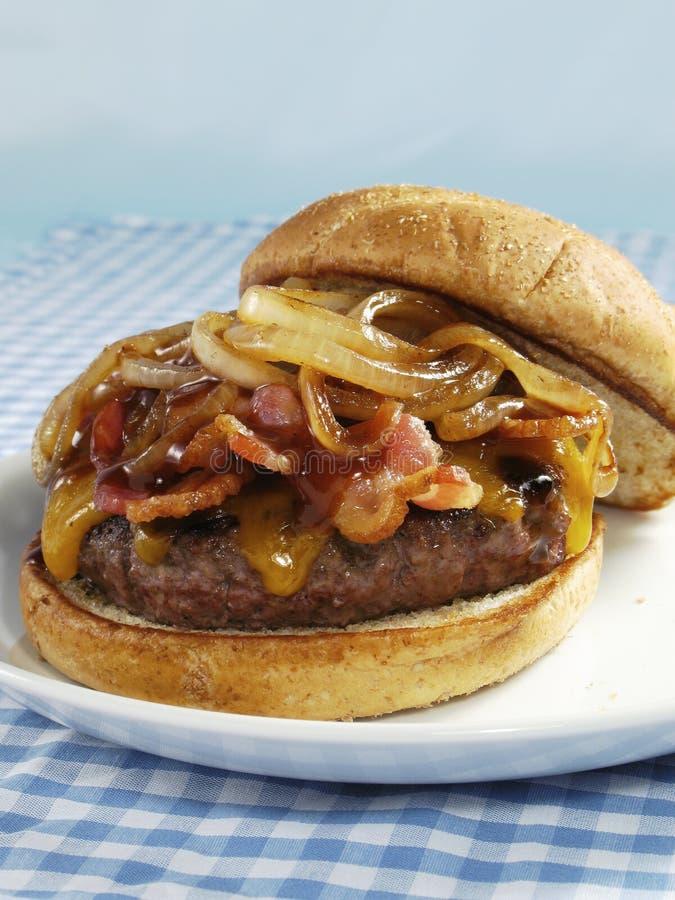 Bacon & cheeseburger do BBQ imagem de stock