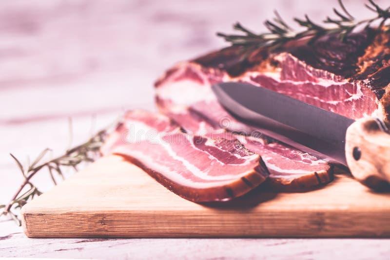 Bacon e faca fotos de stock royalty free