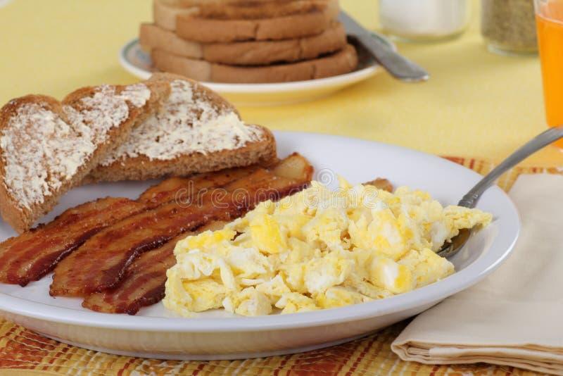 Bacon e pequeno almoço dos ovos imagens de stock royalty free