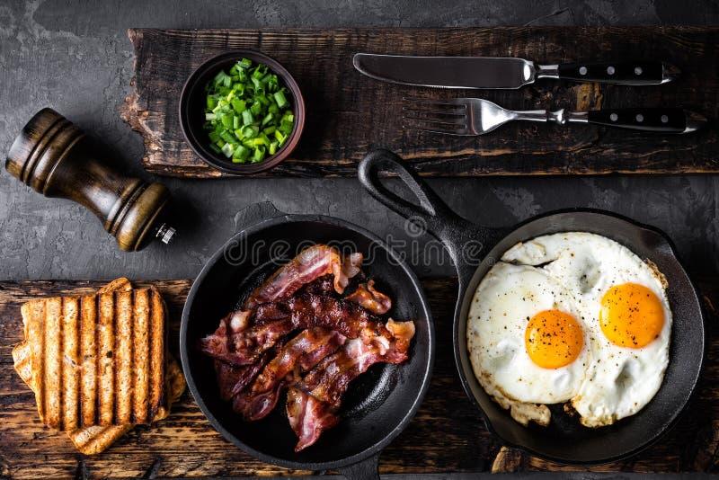 Bacon ed uova fritti immagine stock libera da diritti