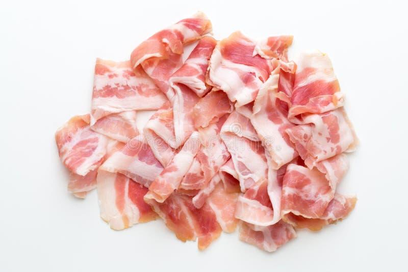 Bacon fresco sui precedenti isolati immagine stock libera da diritti