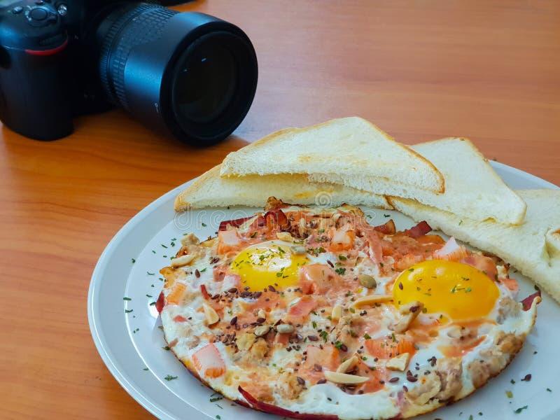 Bacon op Fried Egg met Brood stock afbeeldingen