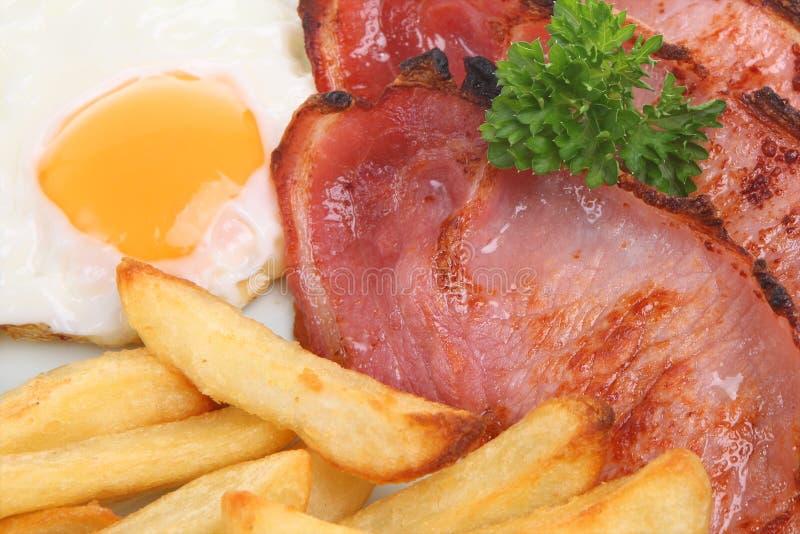 Bacon, ovo & microplaquetas imagem de stock royalty free
