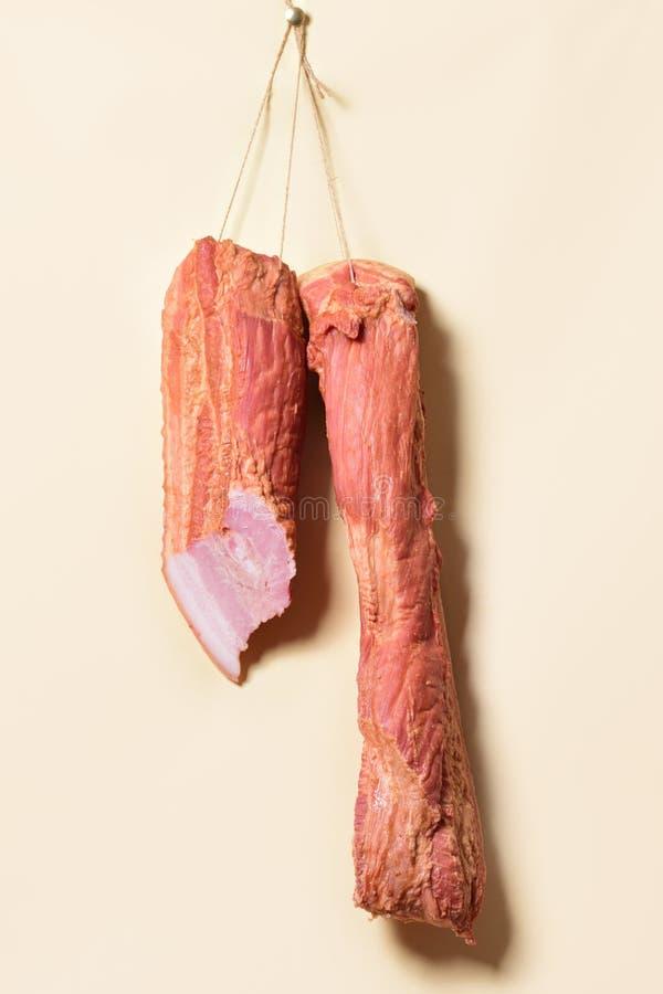 Bacon som hänger på repen arkivfoto