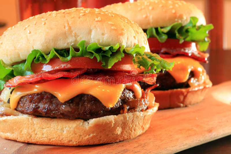 baconcheeseburgers royaltyfria foton
