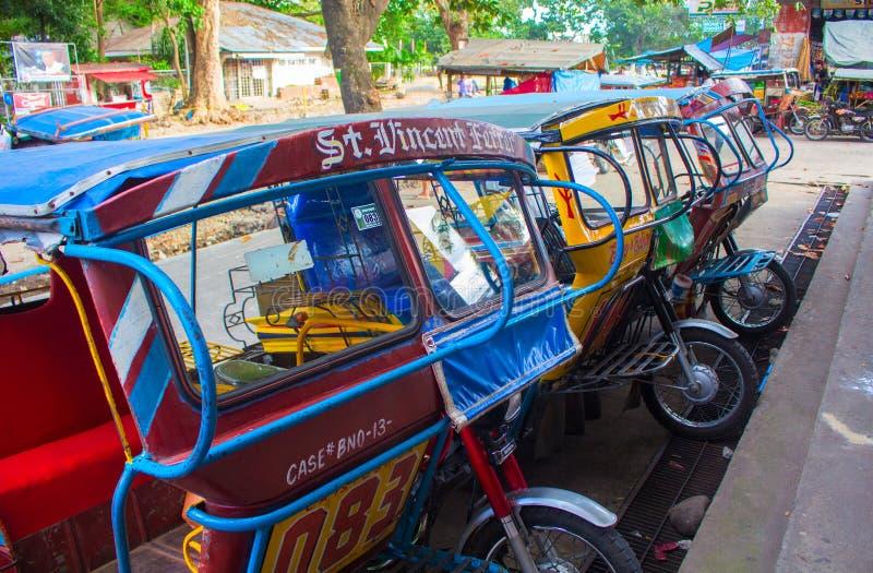 Bacong, Filipiny - 26 Czerwiec, 2016: Trójkołowiec - społeczeństwa transport w Filipiny forma zdjęcia royalty free