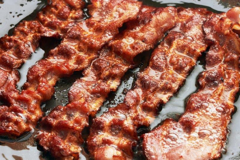 Baconplak die in pan worden gekookt royalty-vrije stock foto's