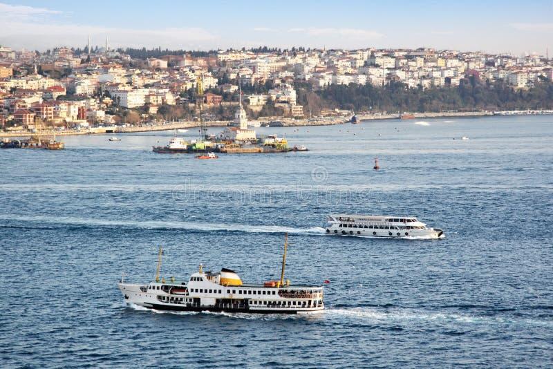 Bacs dans Bosporus image stock