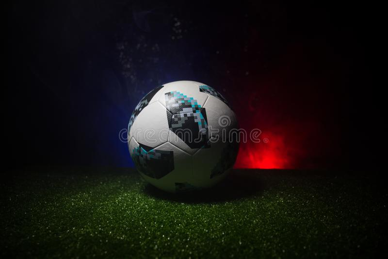 BACU, AZERBAIGIAN - 21 GIUGNO 2018: Concetto creativo Funzionario Russia palla di calcio di 2018 coppe del Mondo Adidas Telstar 1 immagini stock