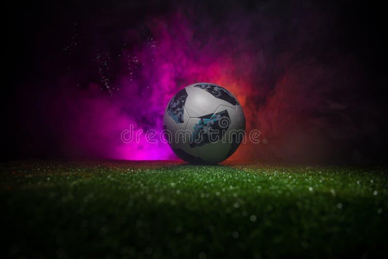 BACU, AZERBAIGIAN - 21 GIUGNO 2018: Concetto creativo Funzionario Russia palla di calcio di 2018 coppe del Mondo Adidas Telstar 1 fotografia stock libera da diritti