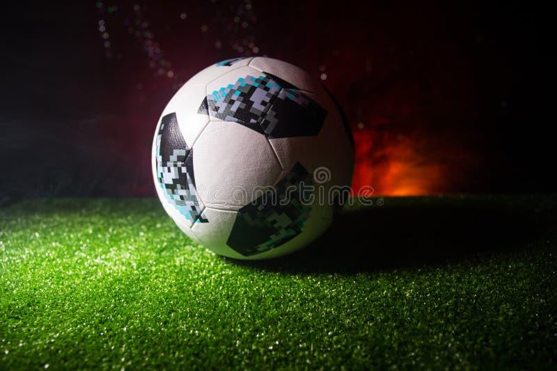BACU, AZERBAIGIAN - 21 GIUGNO 2018: Concetto creativo Funzionario Russia palla di calcio di 2018 coppe del Mondo Adidas Telstar 1 fotografia stock