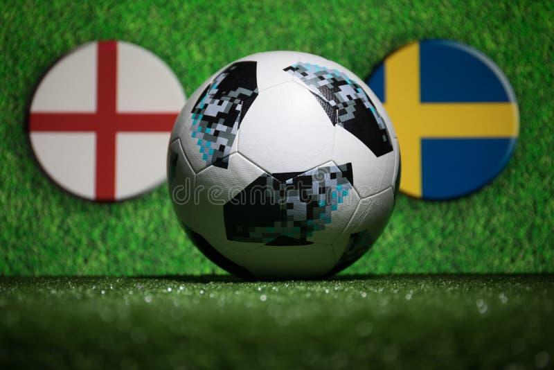 BACU, AZERBAIGIAN - 4 LUGLIO 2018: Concetto creativo Funzionario Russia palla di calcio di 2018 coppe del Mondo Adidas Telstar 18 immagini stock