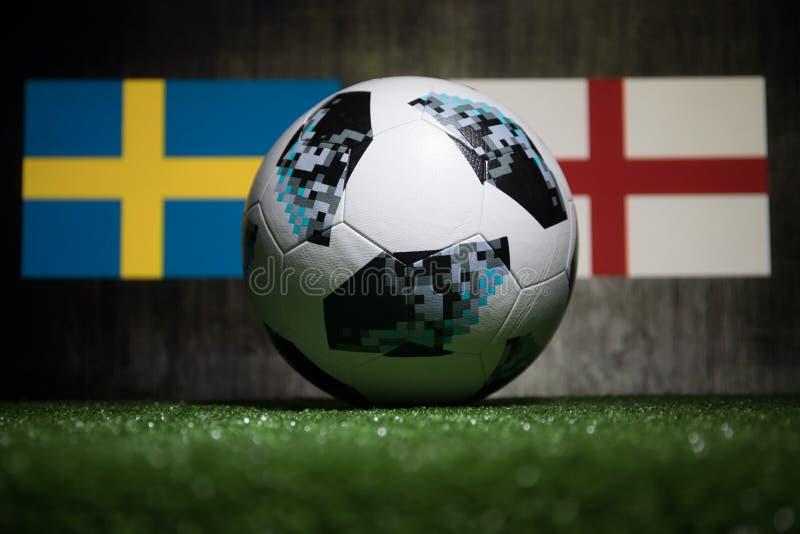 BACU, AZERBAIGIAN - 4 LUGLIO 2018: Concetto creativo Funzionario Russia palla di calcio di 2018 coppe del Mondo Adidas Telstar 18 fotografie stock libere da diritti