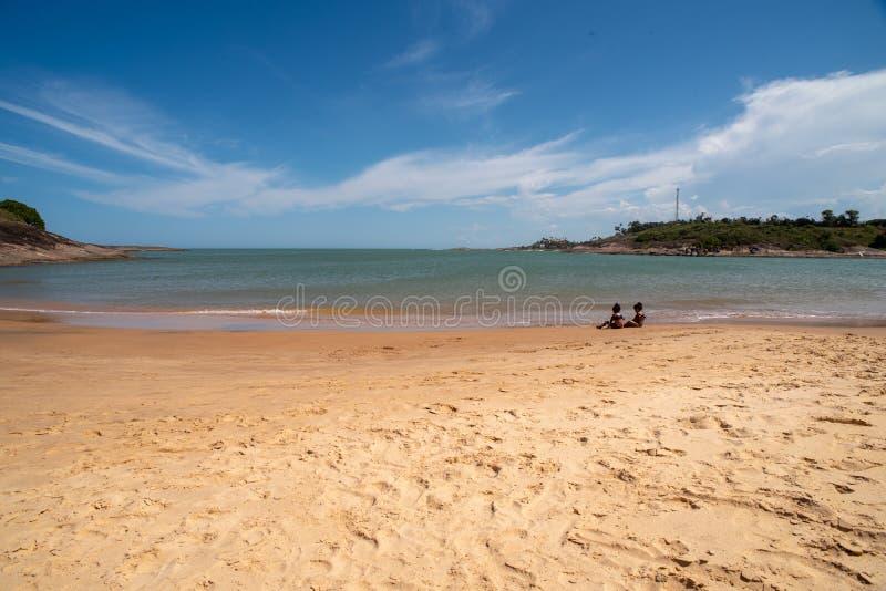 Bacutia strand Vitoria ES i Guarapari Brasilien royaltyfri fotografi