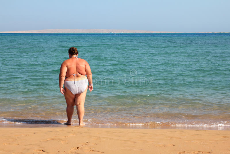badöverviktkvinna royaltyfri foto