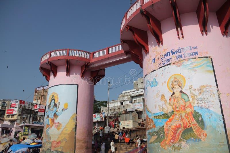 Bad i Gangesen av Varanasi royaltyfria bilder