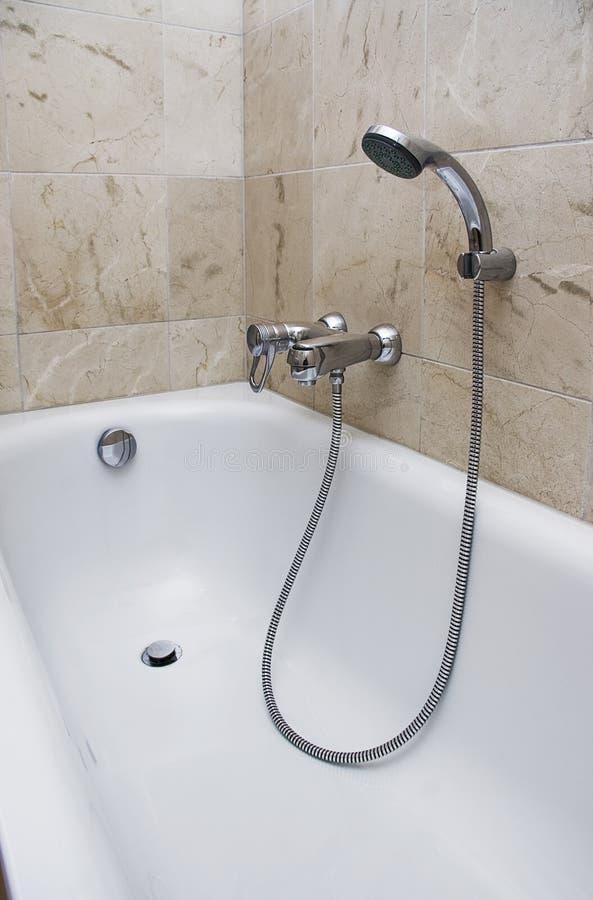 Bad met douchegehechtheid stock foto