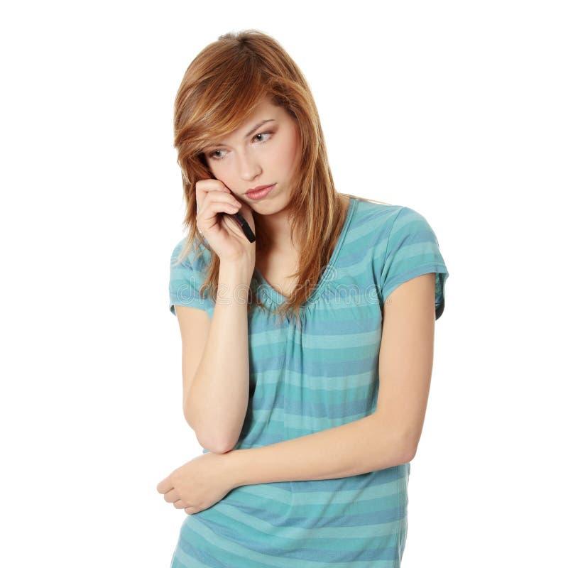 bad som får barn för nyheternatelefonkvinna arkivbild