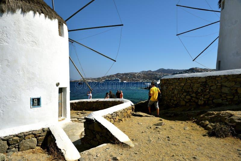 Badać białymi wiatraczkami Mykonos obrazy royalty free