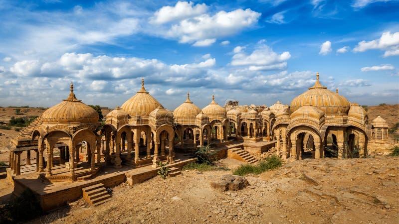Bada Bagh cenotafier i Jaisalmer, Rajasthan, Indien royaltyfria foton