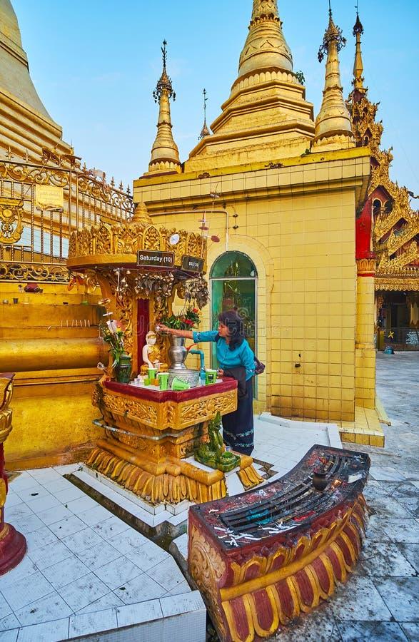 Bada Buddha, Sule Paya, Yangon, Myanmar arkivbilder