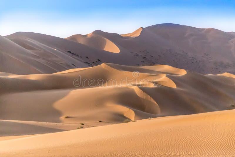Badain Jaran Desert avec les courbes sexy image libre de droits