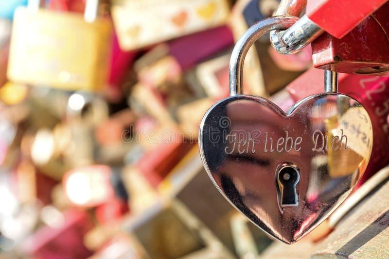 badaling vägg för förälskelse för lås för beijing porslin stor royaltyfria bilder