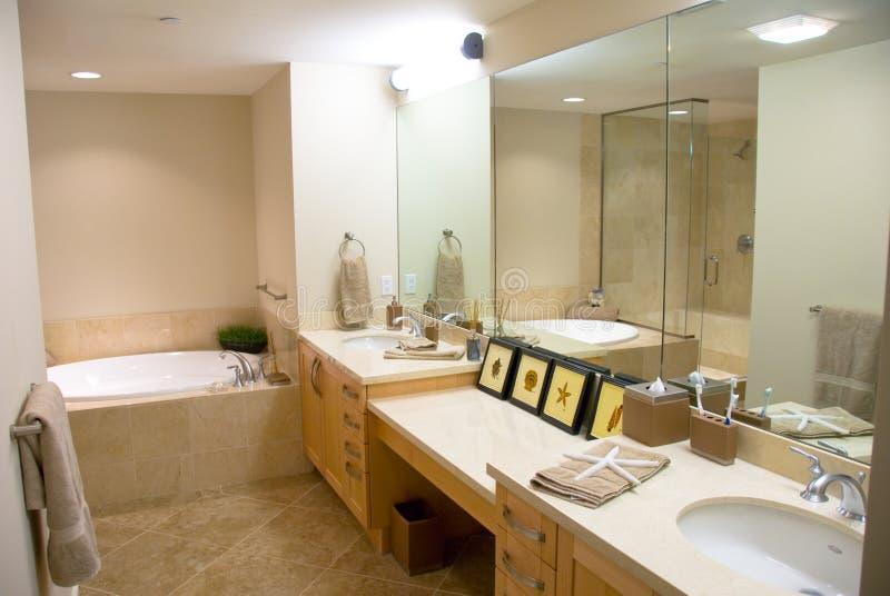 badar märkes- moderna för badrum royaltyfri bild