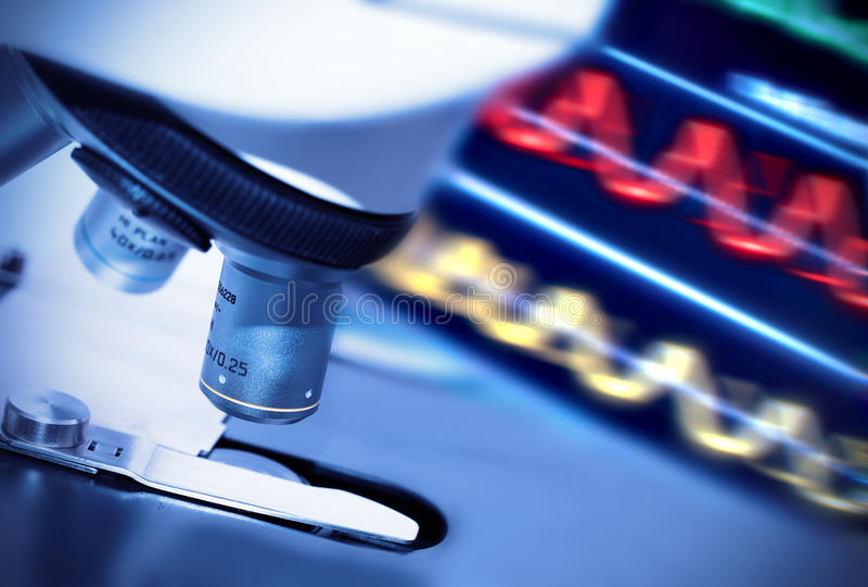 Badawczy mikroskop zdjęcie stock