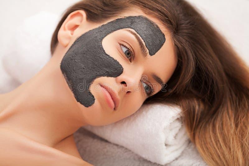 Badekurort Hardware Cosmetology Nahaufnahmebild der reizenden jungen Frau lizenzfreie stockfotografie